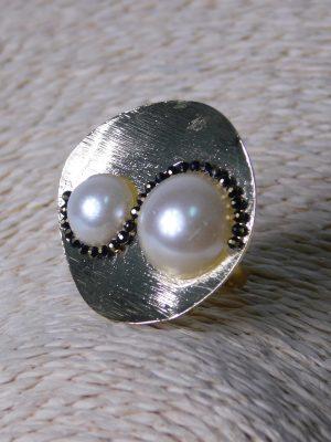 Δαχτυλίδι με Λευκές Πέρλες και Στρας